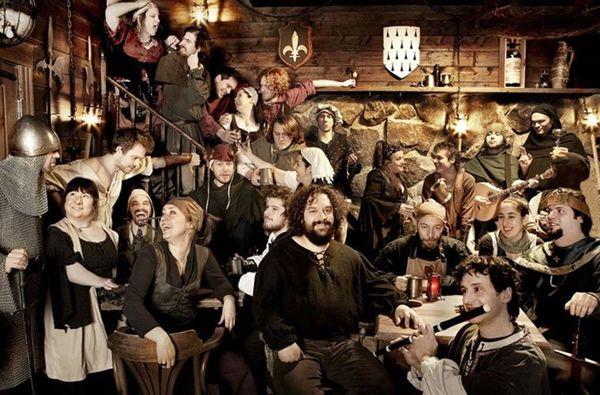 Medieval brunch festin m di vale european expat for Auberge du pin rouge